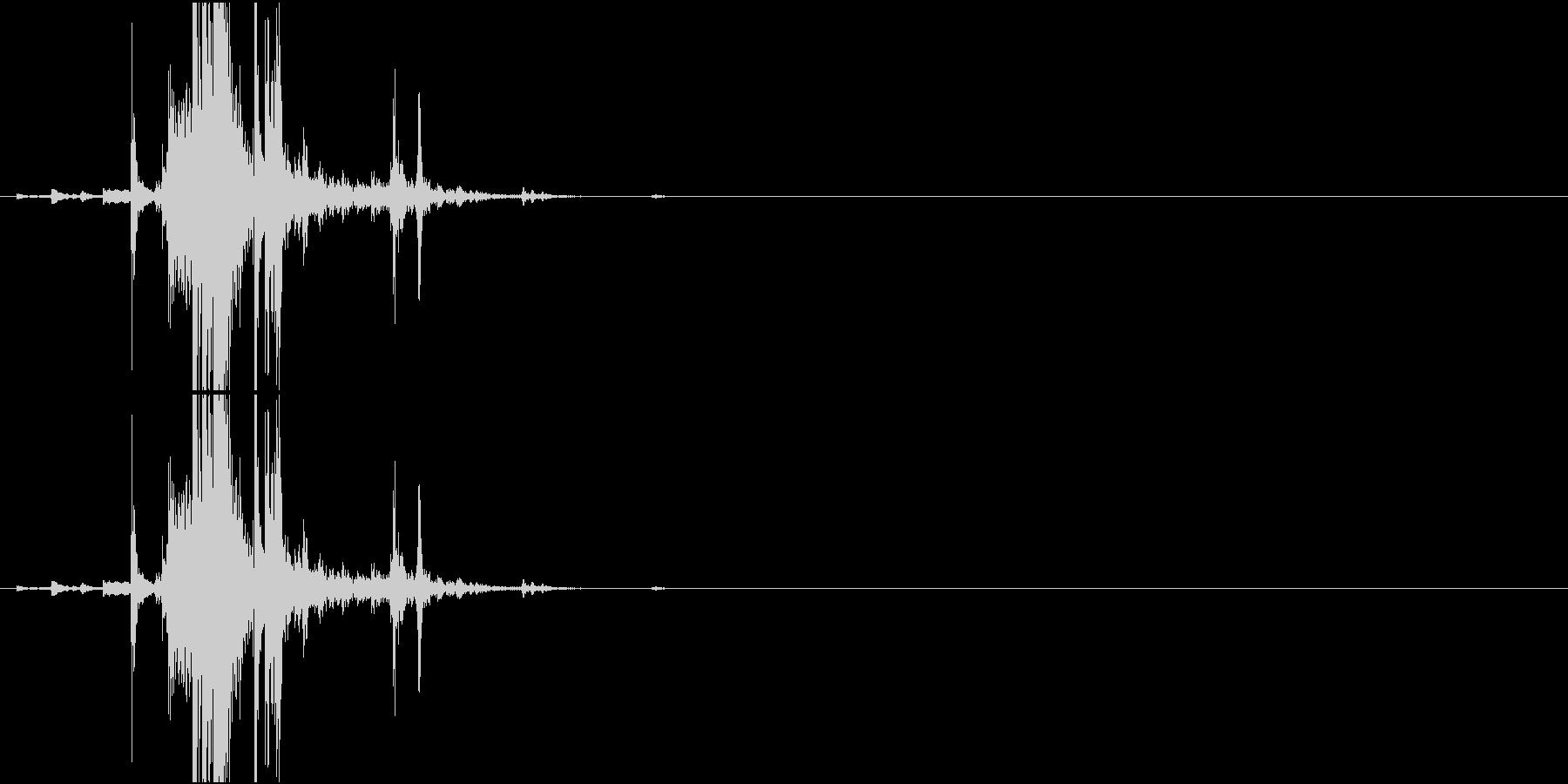 Key 鍵(キーホルダーごと)を置く音の未再生の波形
