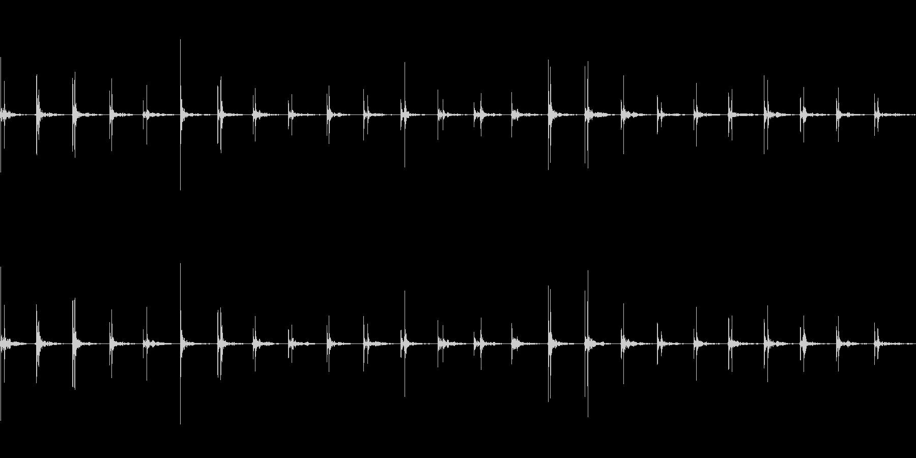 アスファルトの上を歩く(速足)の未再生の波形