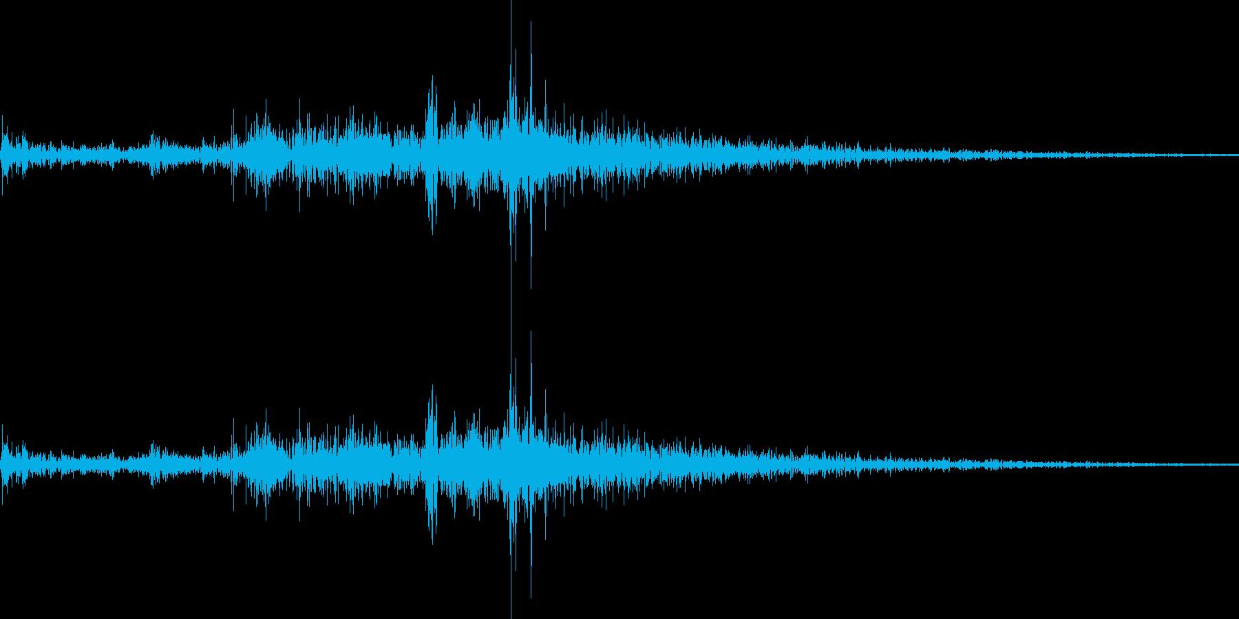 ビシャッ!(元気よく打ち水をする音)の再生済みの波形