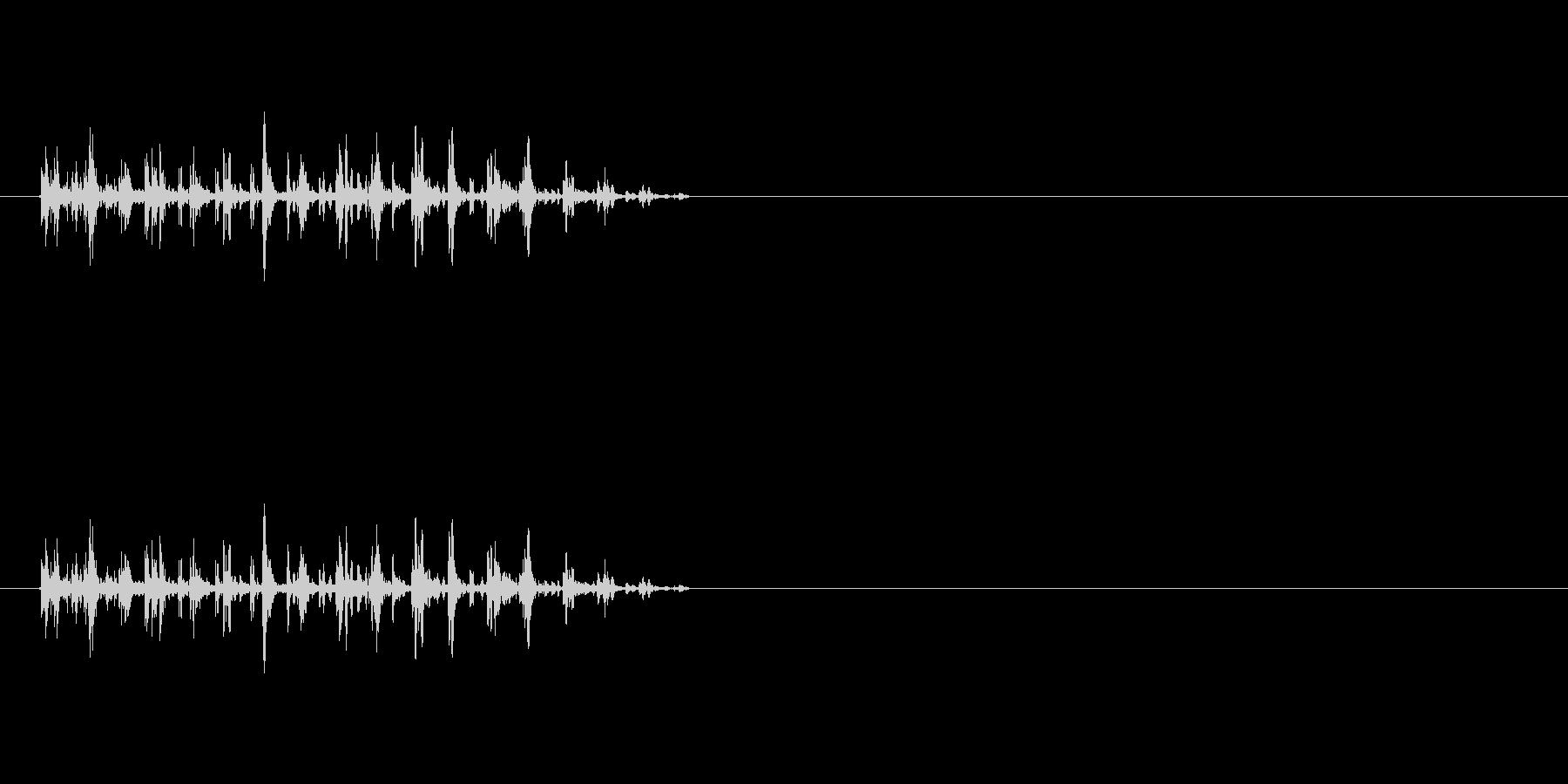 【バタバタバタバタ】鳥や虫が飛ぶ・騒ぐ音の未再生の波形